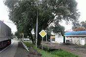 3. Проезжаете первый светофор, справа от которого магазин «Автозапчасти»